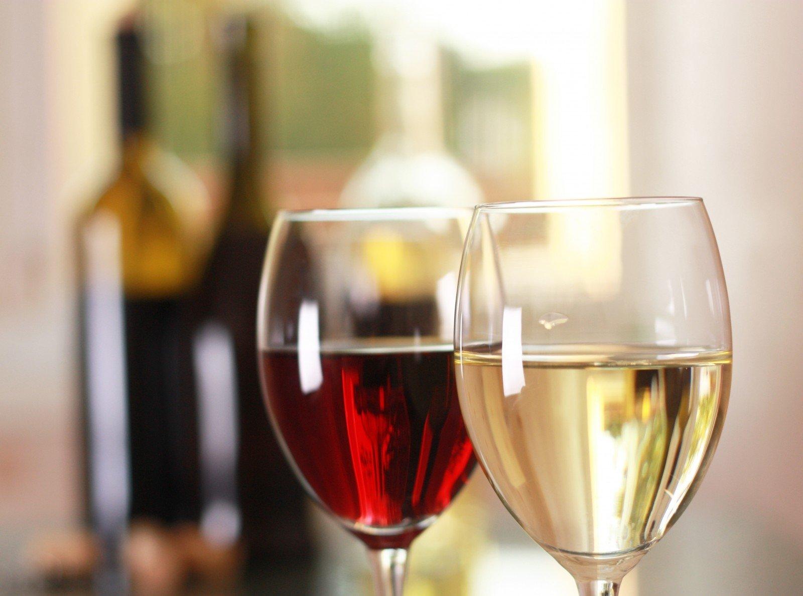 Raudonojo ir baltojo vyno poveikis kraujo spaudimui