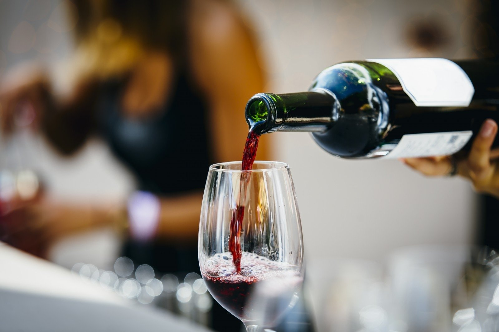 Naudinga ar visgi žalinga gerti vyną? | taf.lt