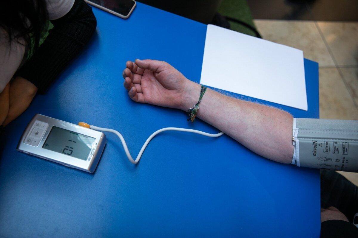 sveikatos širdies insulto simptomai skysčių vartojimas sergant hipertenzija