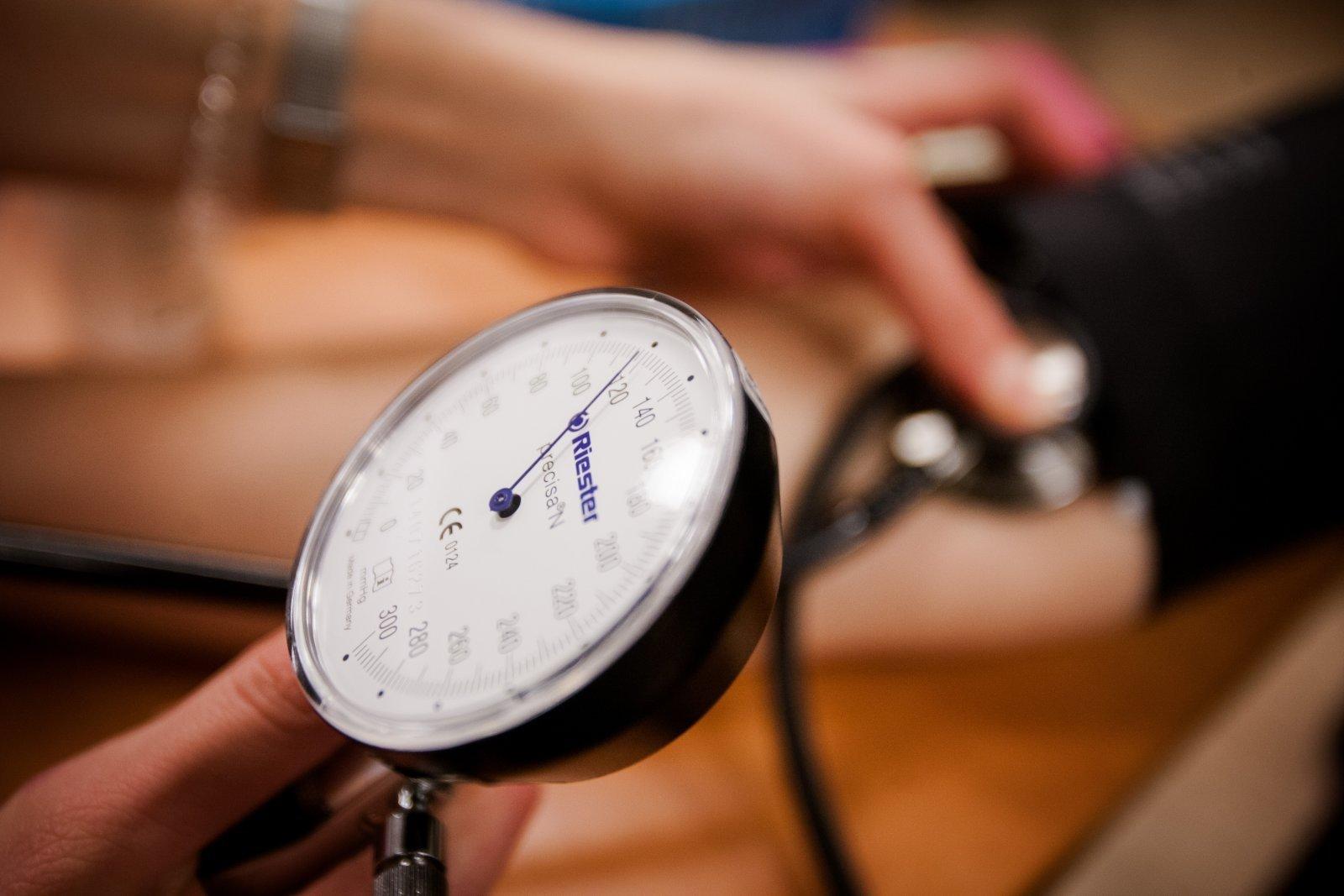 pirminės hipertenzijos simptomai