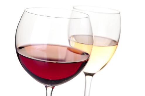 Į sveikatą, pakelkime raudono vyno taurę?