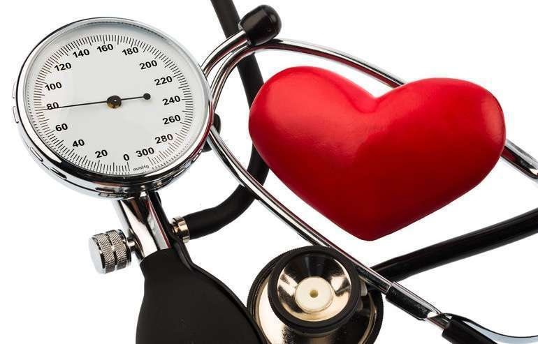 hipertenzija gali būti paveldima traneksamo ir hipertenzijos