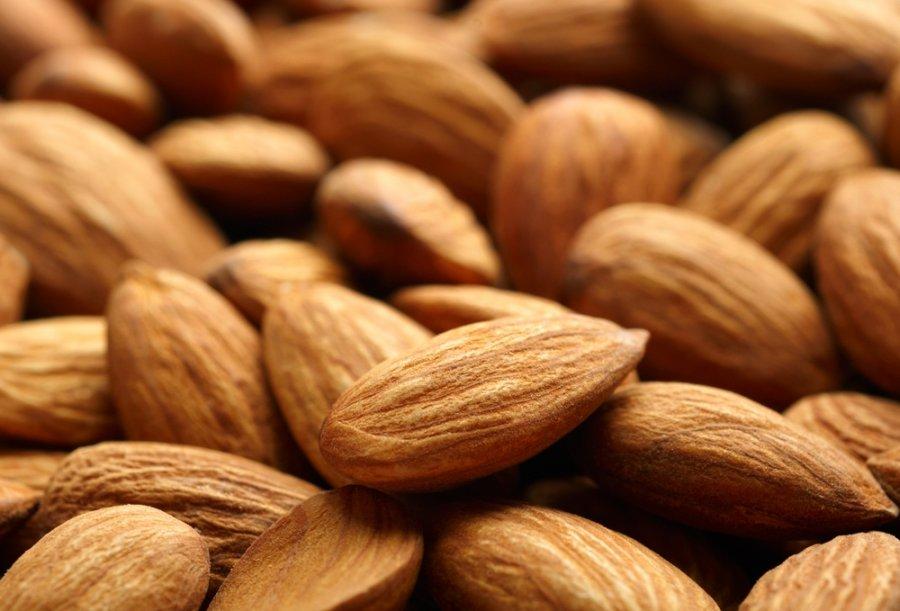 Migdolų mityba: ar sveika širdžiai smegenų didinimo priemonė, ar riebalų gaudyklė?