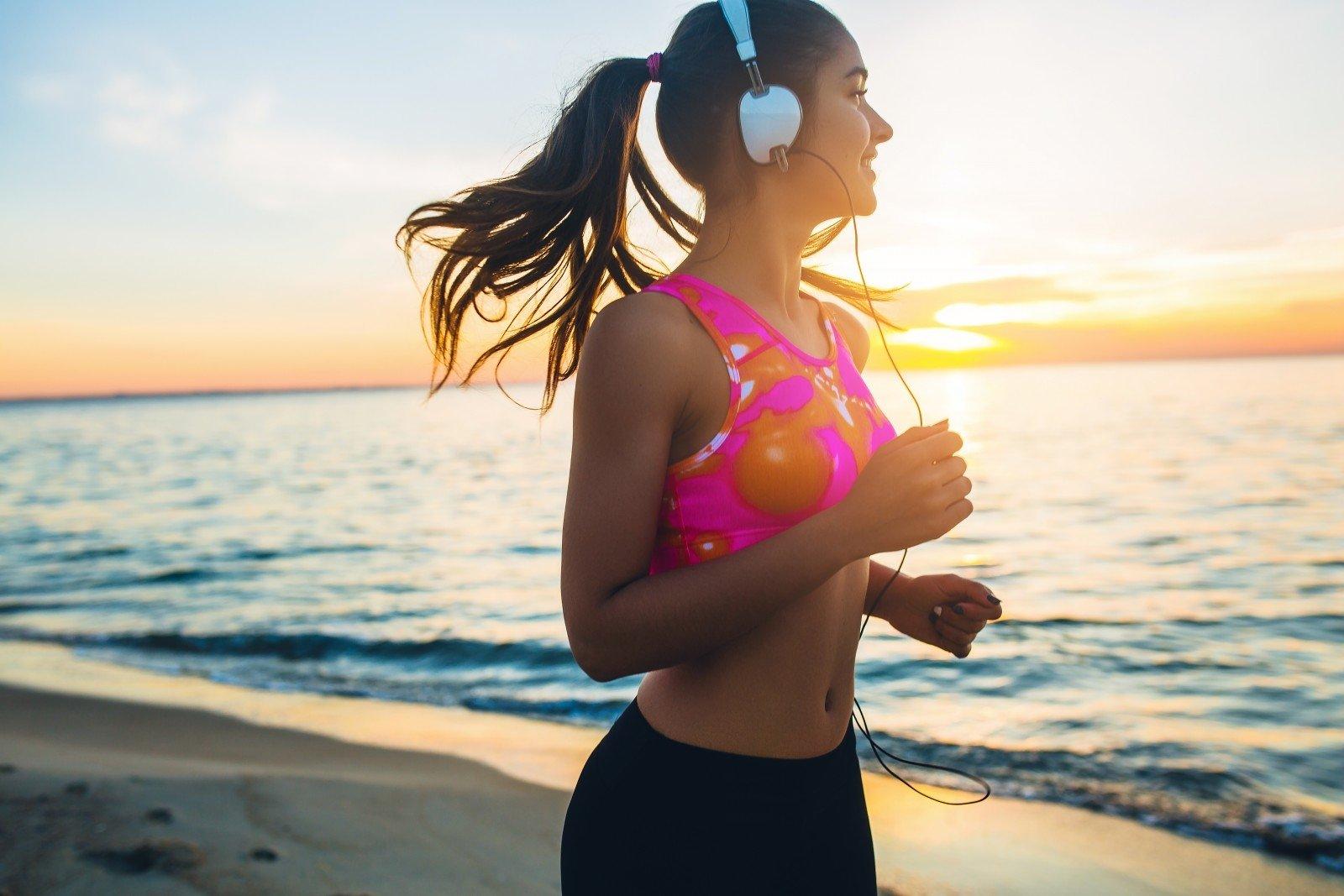 Pradedančiųjų dilema: kada rinktis bėgimo takelį, o kada – bėgimą lauke? - DELFI Gyvenimas