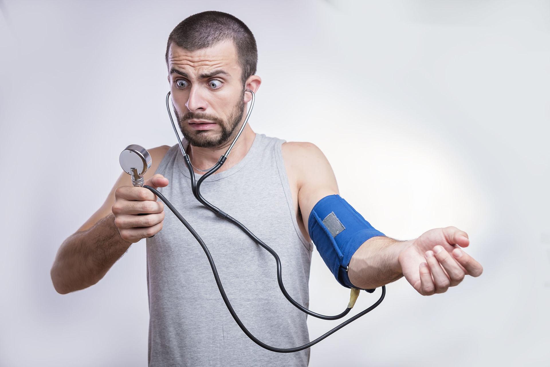 Tyliai žudantis aukštas kraujospūdis: 6 požymiai, kuriuos turėtumėte žinoti