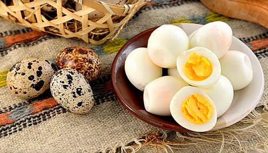 Apie vištų ir putpelių kiaušinius: ar sveika valgyti?