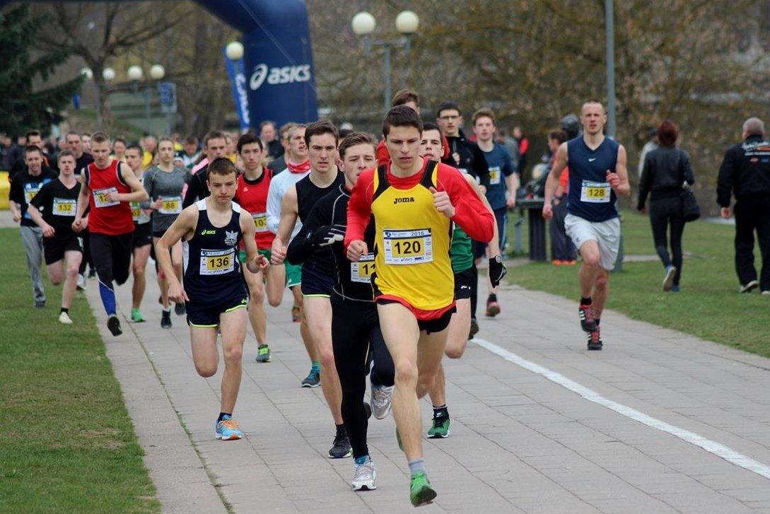 NAUDINGA ŽINOTI: bėgimas – viena iš prigimtinių žmogaus judėjimo erdvėje būdų